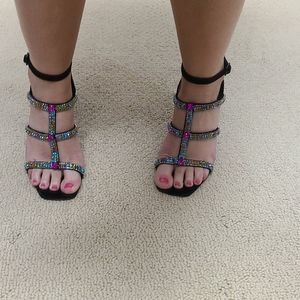 Never worn, brand new Donald Pliner heels